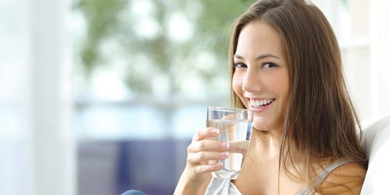 3 Hal Menjijikkan Ini Akan Terjadi Pada Tubuh Jika Kurang Minum Air Putih
