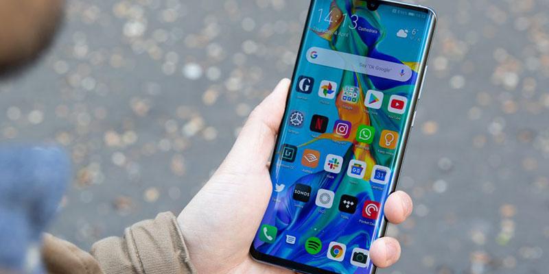 Lepaskan-pelindung-smartphone