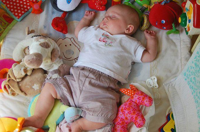 Berikut Ini Mainan Bayi Untuk Usia 0 – 6 Bulan Guna Membantu Tumbuh Kembangnya